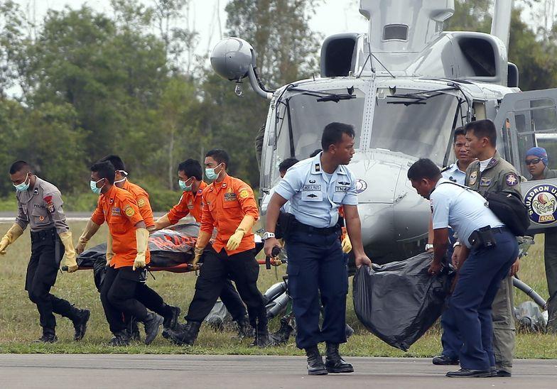 Katastrofa malezyjskiego samolotu. Wydobyto ogon maszyny