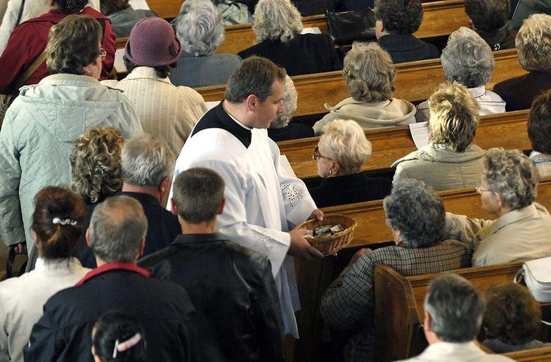 Nie ma zgody między rządem a Kościołem. Księża chcą jeszcze 1,5 mld złotych