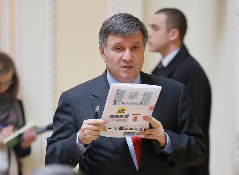 Szef ukraińskiego MSW Arsen Awakow w trakcie spotkania</br>z prokuratorem generalnym i szefem służb specjalnych