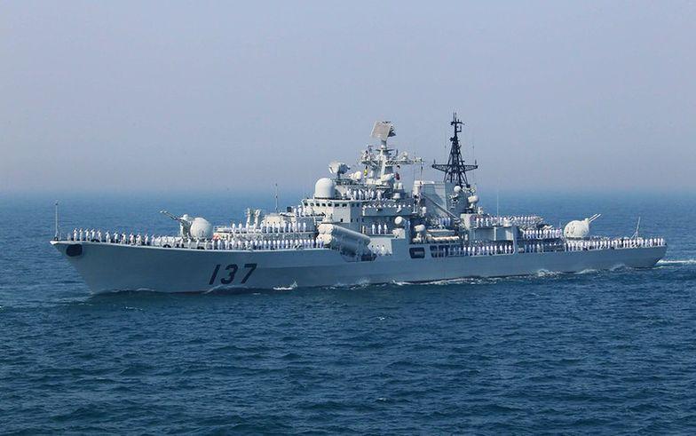 Okręty rosyjskie naprzeciwko chińskich