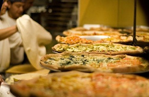 Włochy: pizzę je się rękoma czy sztućcami?