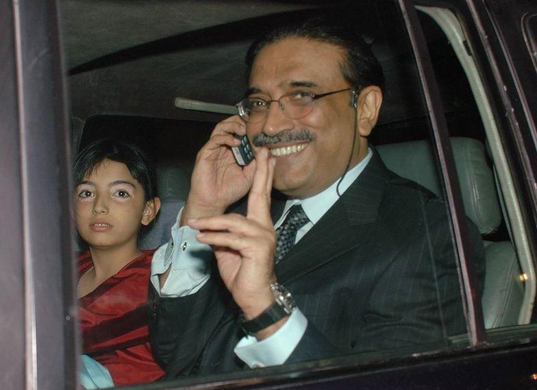 Zardari oficjalnie złożył urząd prezydenta
