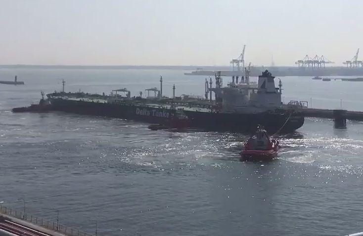 Największy tankowiec, który może przepłynąć Kanał Sueski wyruszył do Polski 21 marca