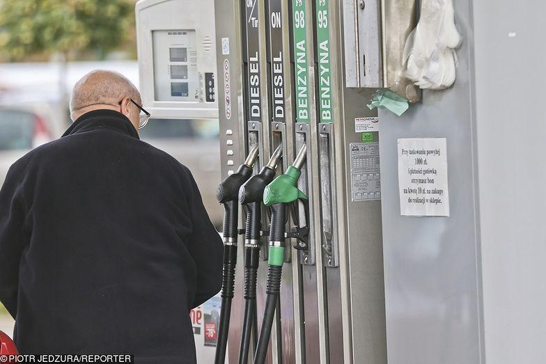 """Opłata paliwowa. Koncerny podniosą ceny? Ekspert: """"opłata niesie ryzyko"""""""