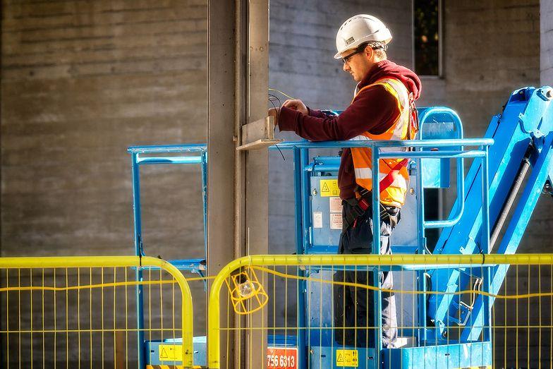W Warszawie pracę najszybciej znajdą elektromonterzy