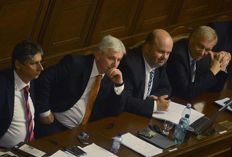 Czechy: rząd nie otrzymał wotum zaufania, ale będzie rządzić