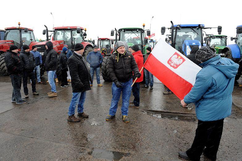 Protesty rolników. Cztery rolnicze blokady pozostają na noc