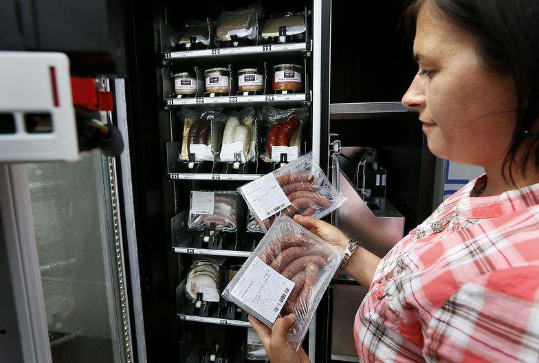 Automat vendingowy z produktami mięsnymi we Francji