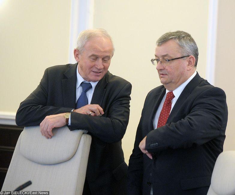 Krzysztof Tchórzewski (minister energii) i Andrzej Adamczyk (minister infrastruktury). Obaj politycznie są związani z Jarosławem Koczyńskiem od lat 90 i czasów Porozumienia Centrum