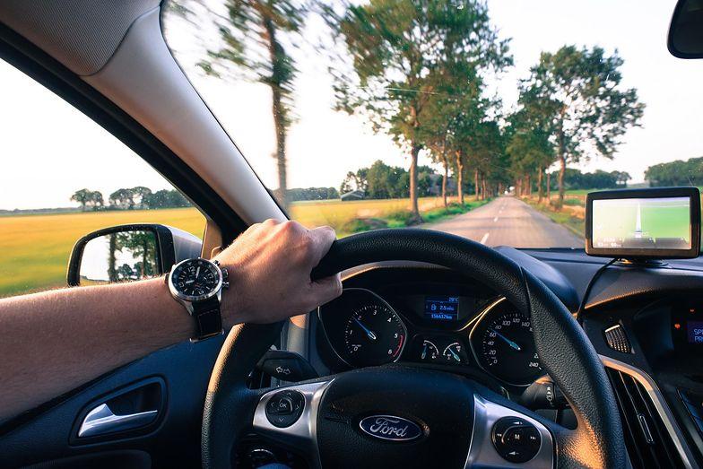Zasada działania polisy jest bardzo prosta: ubezpieczyciel sprawdza, jak dany kierowca jeździ i w zamian za to proponuje tańszą ofertę