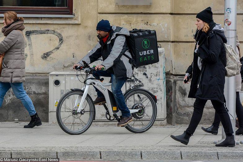 Zwłaszcza kurierzy rowerowi są na cenzurowanym sanepidu.