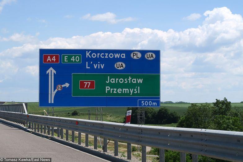 Wszystkie tablice z nazwami miast w językach obcych mają zostać wymienione do 1 stycznia 2022 r