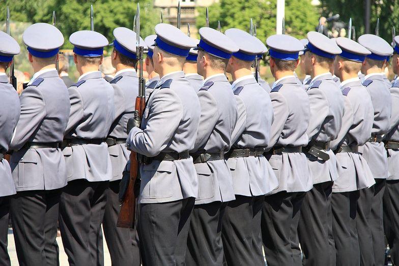 Aby ratować policyjną kasę, policjanci mają się w trybie natychmiastowym pożegnac z dodatkami
