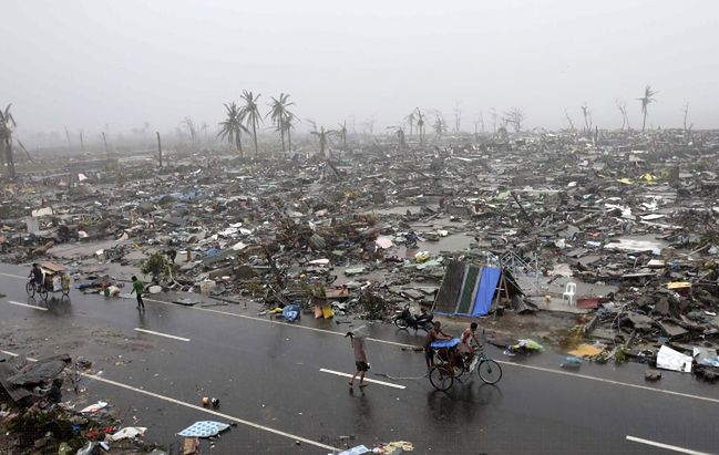 Takie zniszczenia tajfun wyrządził na Filipinach.