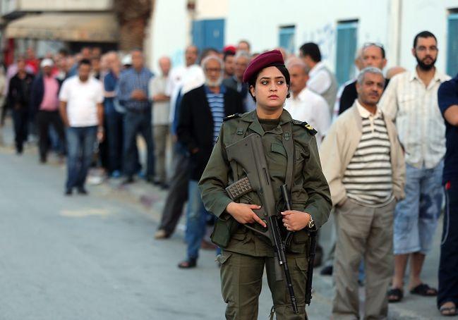 Tunezja: wybierają między laickim państwem a islamem