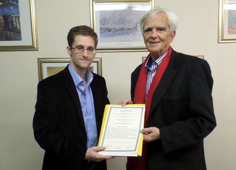 Edward Snowden z Hansem-Christianem Stroebele