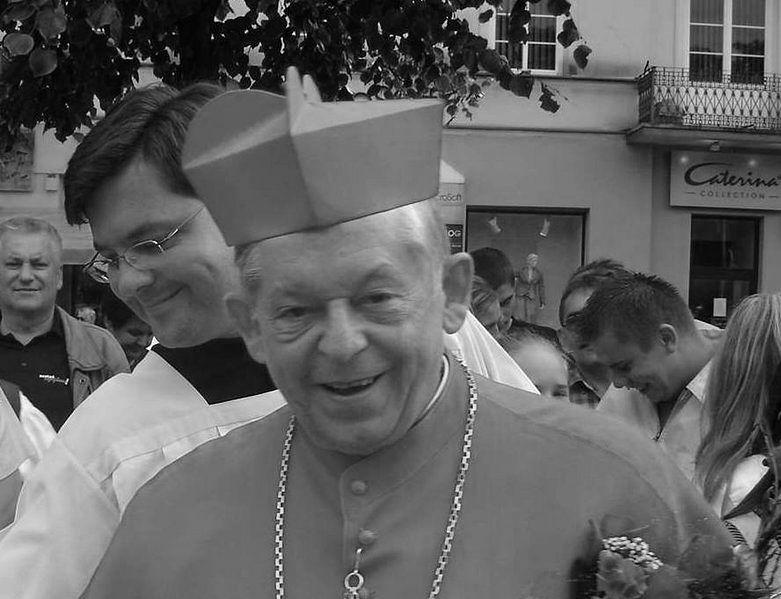 Tłumy żegnały prymasa Glempa w kościele wizytek