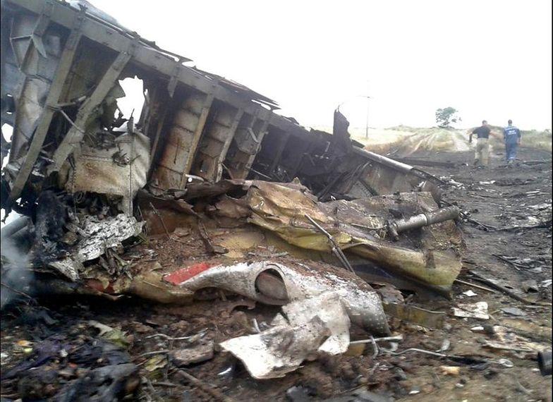 Zestrzelenie malezyjskiego samolotu. Międzynarodowi eksperci na miejscu katastrofy