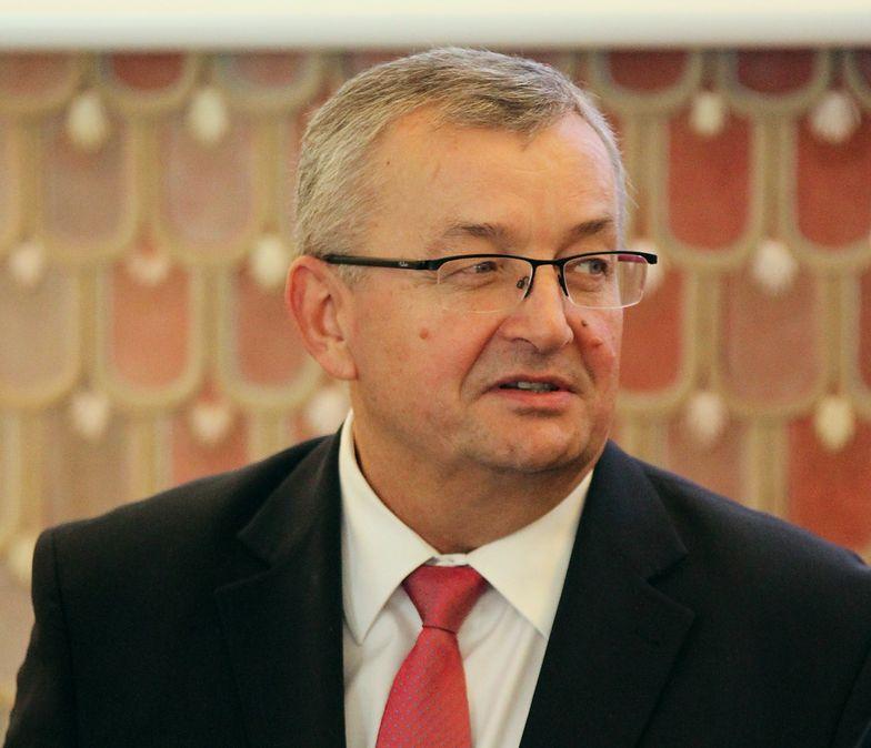 Andrzej Adamczyk, minister infrastruktury, zapewnia, że rząd nie będzie szukał pieniędzy w kieszeniach kierowców