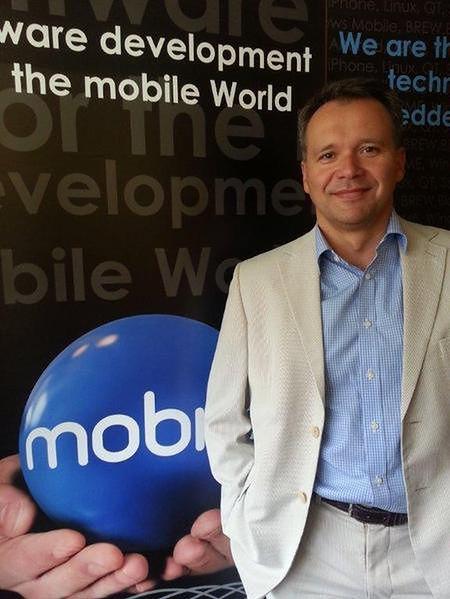 Prezes Mobica porzucił wojsko dla telefonów komórkowych