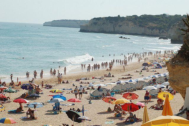 Wyburzanie skarp na wybrzeżu dla ochrony turystów