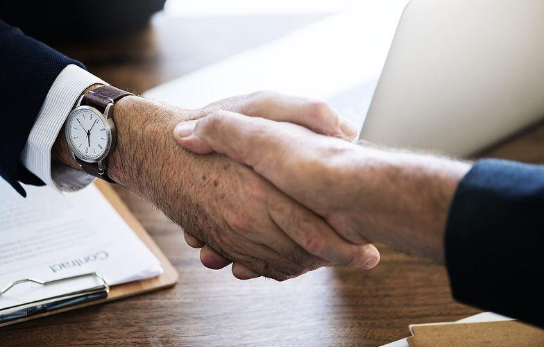 Umowa o pracę jest sposobem na nawiązanie stosunku pracy