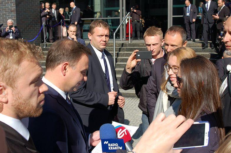 Kraków, 01.10.2015. Przekazanie prezydentowi petycji w sprawie ustawy antysmogowej