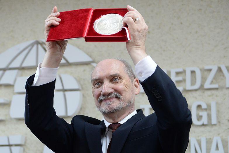 Macierewicz chce jawnej debaty o Smoleńsku