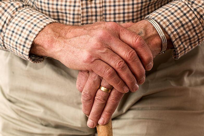 Wiek emerytalny w dużej mierze zależy od sytuacji ekonomicznej i demograficznej
