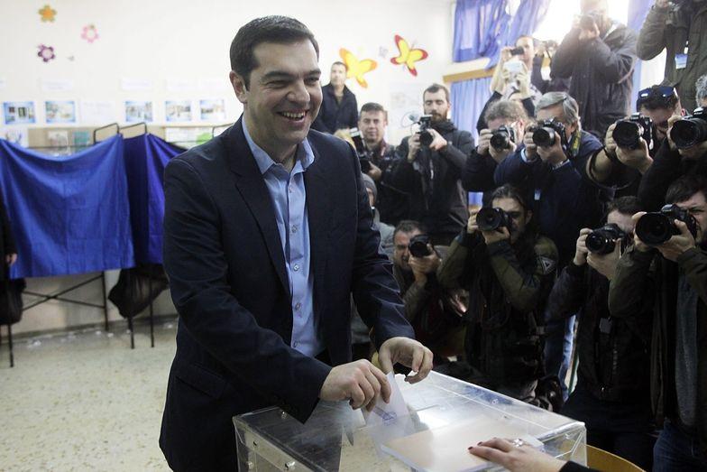 Lider Syrizy, Aleksis Cipras oddaje głos.