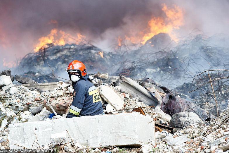Śmieci ze Zgierza, które poszły z dymem przyjechały do Polski z Niemiec, Włoch i Szwajcarii.