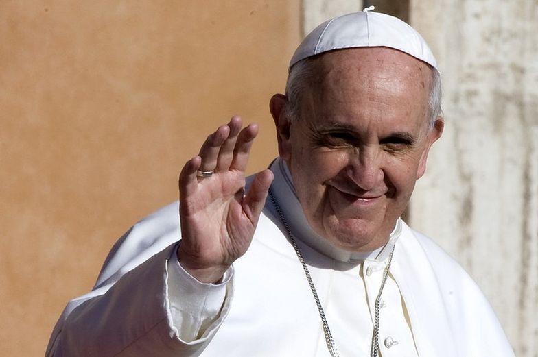 """""""Kościół rozkwita"""", a papież pozdrawia z chmur"""