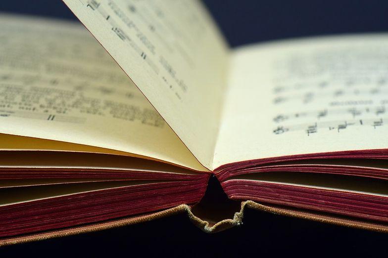 Kwestie związane z autorskimi prawami majątkowymi są regulowane w ustawie o prawie autorskim i prawach pokrewnych