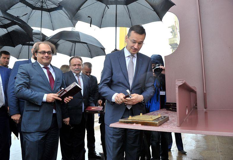 Wicepremier Mateusz Morawiecki na uroczystości położenia stępki pod budowę promu pasażersko-samochodowego dla Polskiej Żeglugi Bałtyckiej