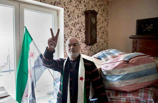 Imad Al Dahabi w swoim mieszkaniu w  Warszawie. Paczki z darami dla Syrii