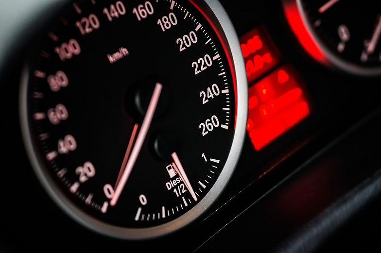Kilometrówka służy do ustalenia limitu wydatków, które są związane z użytkowaniem samochodu
