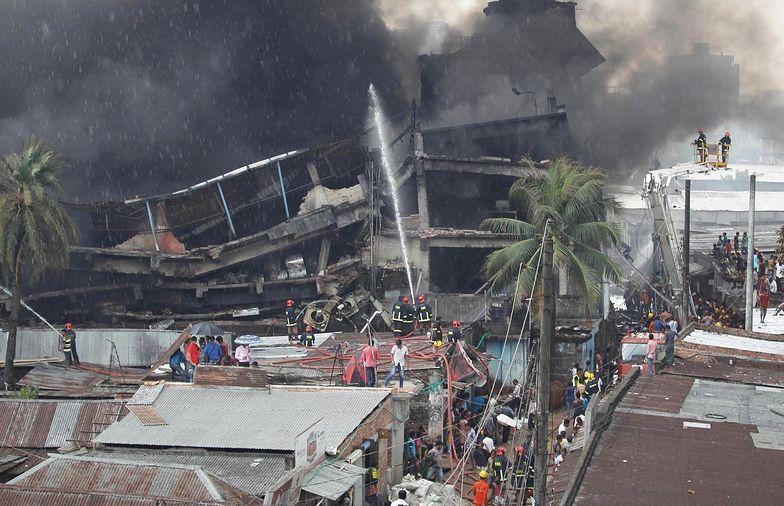 Na zdjęciu ruiny budynku-fabryki, który zawalił się na przedmieściach Dhaki w kiwetniu 2013 roku