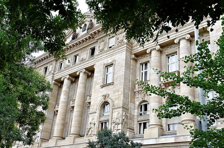 Bank centralny Węgier kupuje broń i amunicję