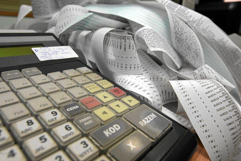 Ministerstwo wykreśliło z i wykreślił z projektu nowelizacji ustawy o podatku od towarów i usług zapis, że faktury VAT można uzyskiwać tylko na paragony fiskalne z NIP kupującego