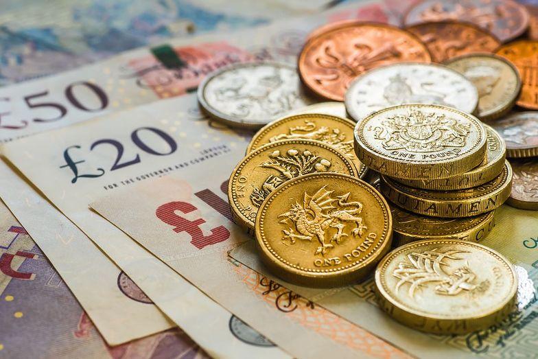 65 funtów - na tyle Brytyjczycy wycenili rozpatrzenie prośby o prawo do życia na Wyspach