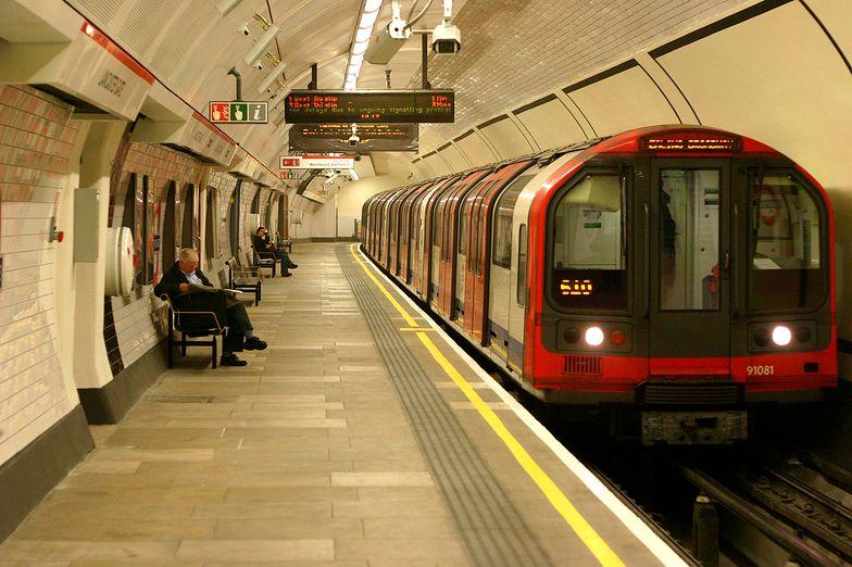 Strajk metra w Londynie. Prowadzą rokowania przez radio