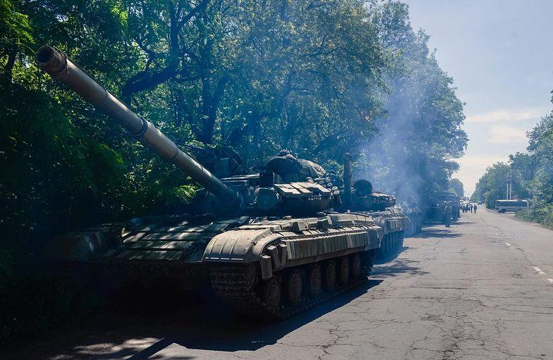 Czołg prorosyjskich separatystów na ulicach Doniecka