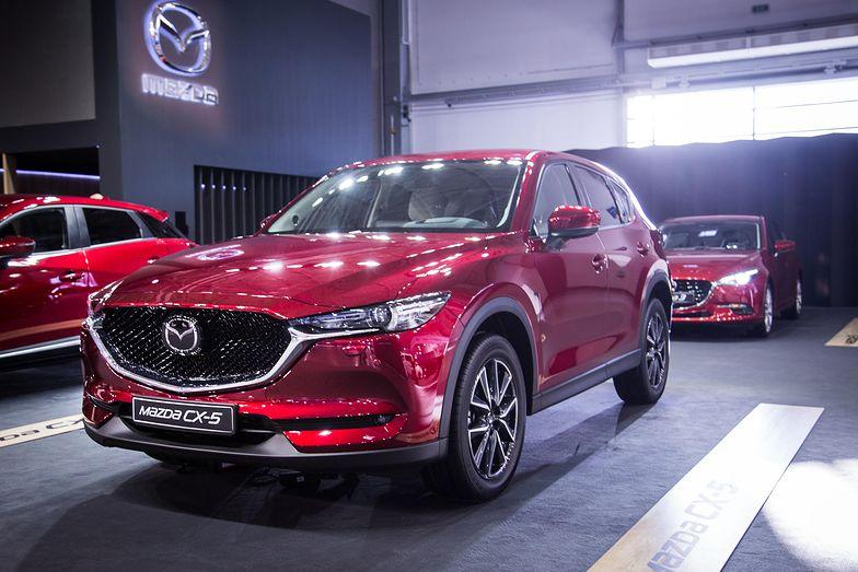Mazda w kreatywny sposób omija ograniczenia napotykane przez konkurencję.