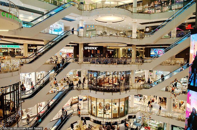 Od początku grudnia kolejki w sklepach są dłuższe niż w pozostałych okresach roku
