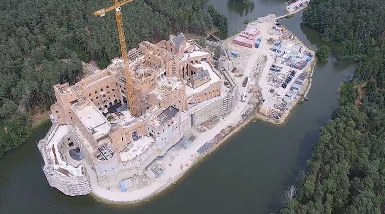 Najpierw kontrola z resortu środowiska, teraz CBA zajęło się budową zamku nad Notecią.