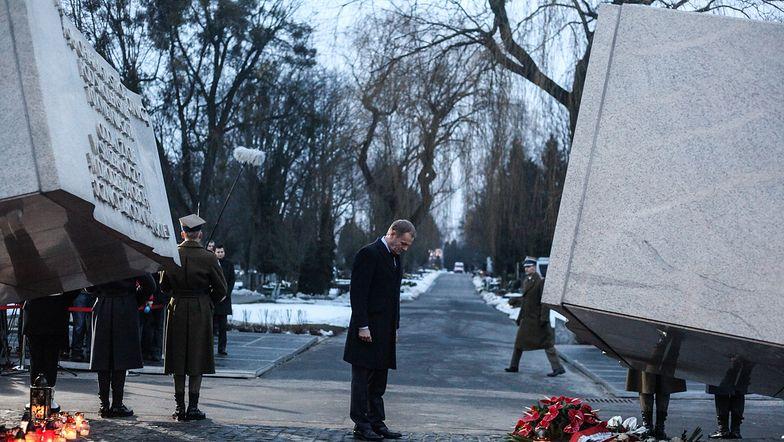 Premier Donald Tusk złożył wieniec pod Pomnikiem
