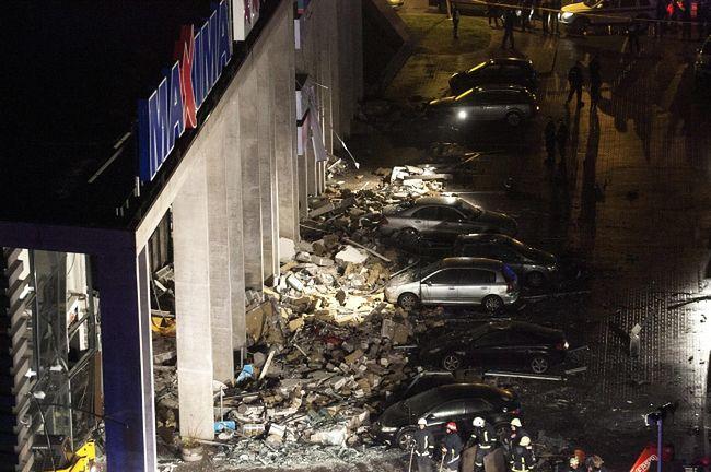 Łotwa w żałobie: W supermarkecie w Rydze zawaliła się kolejna część dachu