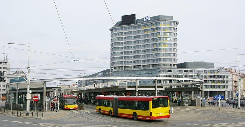 Biurowiec przy Placu Grunwaldzkim we Wrocławiu, w którym mieści się obecna siedziba AmRestu.