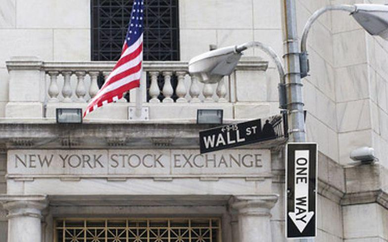 Główny indeks z Wall Street poniżej psychologicznej bariery. To przez ceny ropy