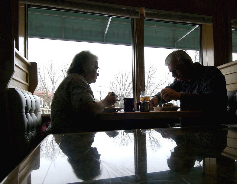 Obniżenie wieku emerytalnego. Sejmowa komisja pozytywnie o prezydenckim projekcie